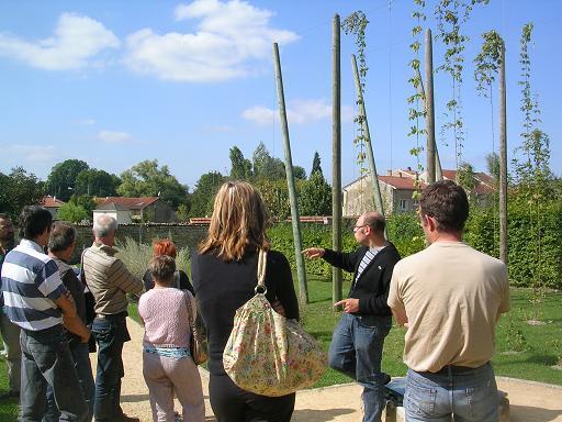 Visite du jardin du Musée la Bière